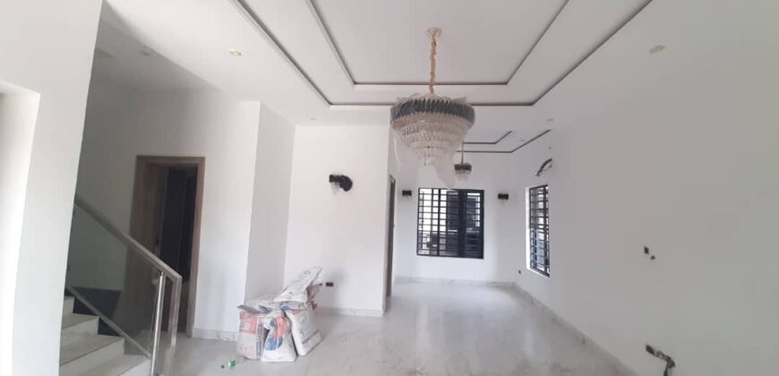 Beautiful 5bed detached duplex with fitted kitchen
