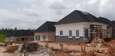 FULLY DETACHED 2 BEDROOM BUNGALOW IN OASIS COURT EPE