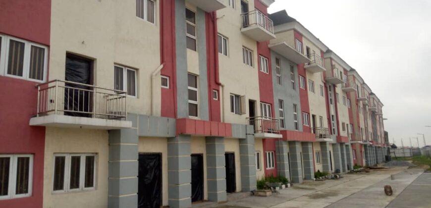 TASTEFULLY BUILT 4 BEDROOM MAISONETTE DUPLEX IN LAGOON VIEW ESTATE, YABA.